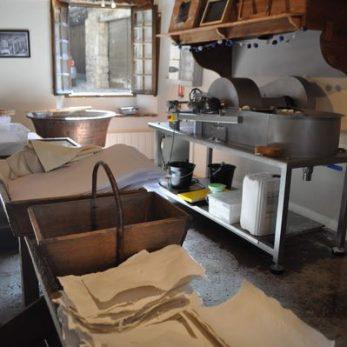 Ateliers groupes d'adultes à la papeterie artisanale